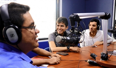 """The Rush Hour"", un educativo programa de radio con sello Tomasino"
